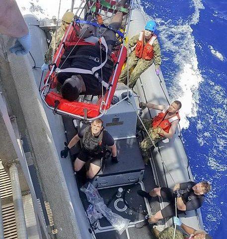 Nave militare Usa salva 41 migranti al largo della Libia, recuperati 12 cadaveri
