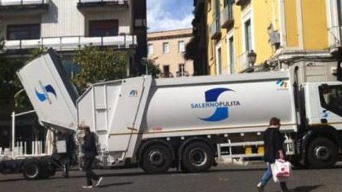 Dipendenti vicino alla gente in era pandemia, il sindaco premia i lavoratori di Salerno Pulita