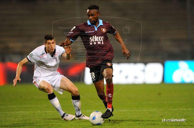 Salernitana, ufficializzato il rinnovo del centrocampista Jean Daniel Akpa Akpro