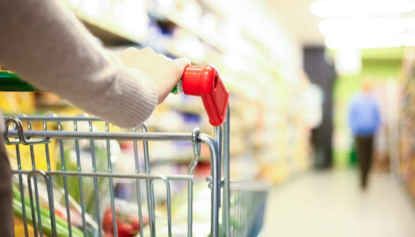 """Coronavirus, la denuncia social: """"Alcuni supermercati hanno tolto le offerte pubblicizzate fino a ieri"""""""
