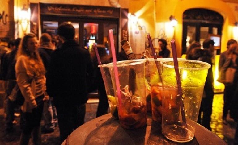 Covid, vietato vendere alcolici dalle 22 alle 6 anche all'aperto