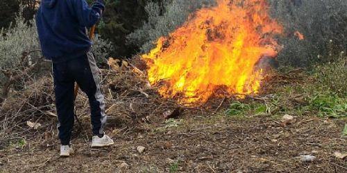 Bruciano sterpaglie, 4 sanzioni a Nocera Superiore
