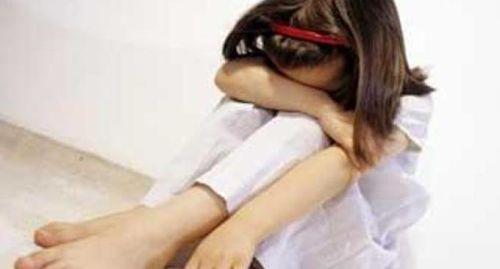 Cava de' Tirreni: violenta la sorella di 10 anni, arrestato 16enne
