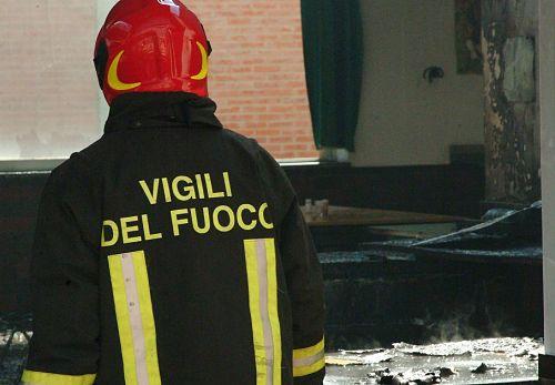 """Auto in fiamme a Nocera Inferiore: """"Sono stata salvata da due angeli"""""""