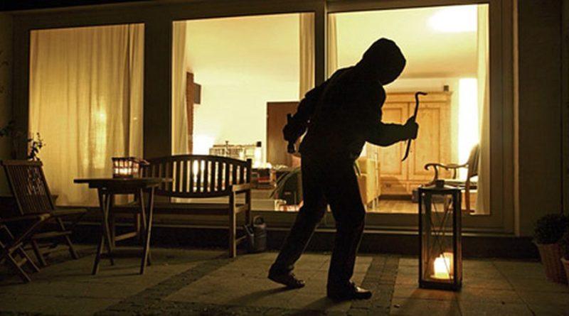 Topi d'appartamento scatenati a Capodanno: 4 furti nella notte del veglione tra Torrione e Sala Abbagnano