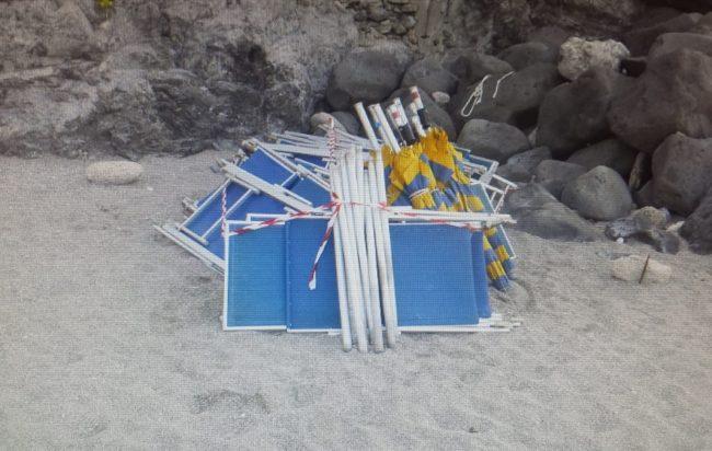 Blitz in spiaggia ad Agnone: sequestrati 103 ombrelloni, 100 sdraio e 200 stalli