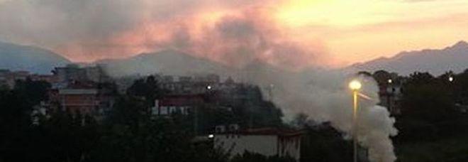 Roghi e aria irrespirabile ad Angri, l'ira dei residenti della pedemontana