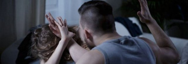 Via di casa terrorizzati dal figlio, a processo per maltrattamenti