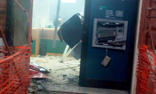 Campagna: ladri fanno esplodere sportello bancomat, bottino di 7mila euro
