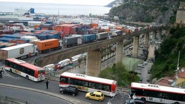 "Viadotto Gatto, buio pesto: ""Traffico dei ciclomotori su via Croce"""