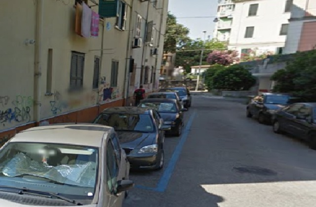 Salerno, aggredito e derubato di 1600 euro