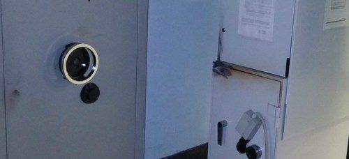 Cercano di scardinare il bancomat: 5 banditi arrestati in flagranza
