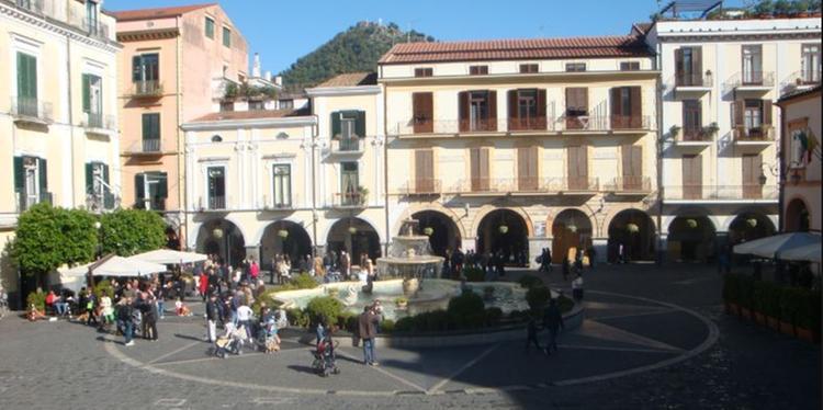Minacce e maltrattamenti in famiglia a Cava de' Tirreni: denuncia un uomo con divieto di avvicinamento