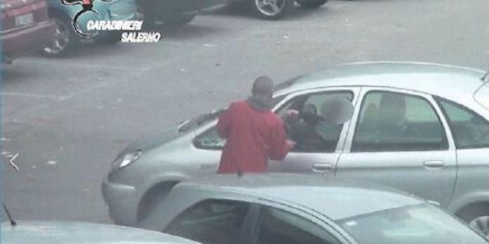 Alcuni parcheggiatori abusivi si difendono: «Ma quale estorsione, erano solo offerte»
