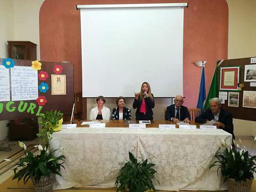 «Alzarsi in classe per salutare il prof» Appello dell'Assessore Fortini a Salerno