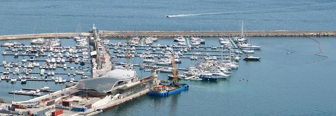 Marocchino ruba nello yacht dopo l'evasione