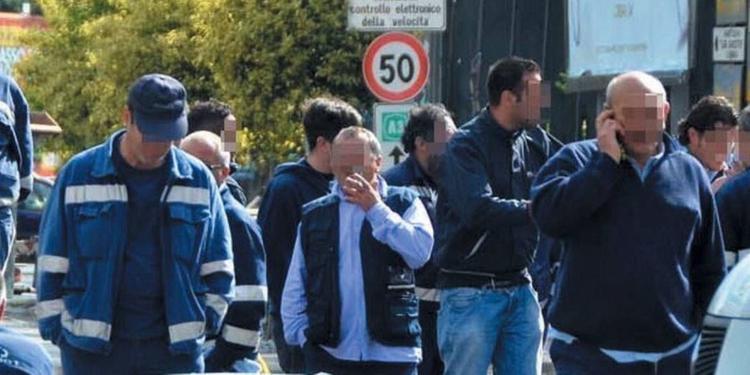 Rifiuti, sulle assunzioni incombe la Consulta: il caso Salerno Pulita