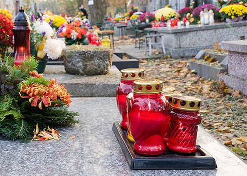 Rubano nei cimiteri salernitani, razzie sulle tombe dei bambini