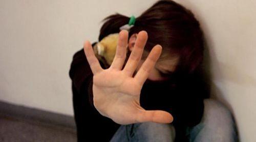 Molestie a una alunna di Cava de' Tirreni, docente condannato a due anni