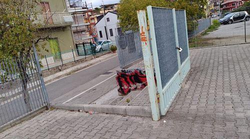 Bellizzi, vandali in azione: distrutta villa comunale