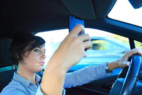 Uso cellulari al volante: al via progetto regionale per la sicurezza stradale