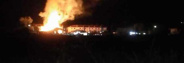 Notte di fuoco nel Vallo di Diano: fiamme alte a pochi metri dalle case