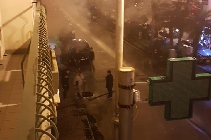 Paura a Corso Garibaldi, in fiamme il bar Grillo