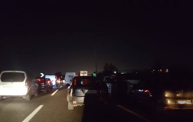 Battipaglia, gravissimo incidente in autostrada: un morto e sei feriti
