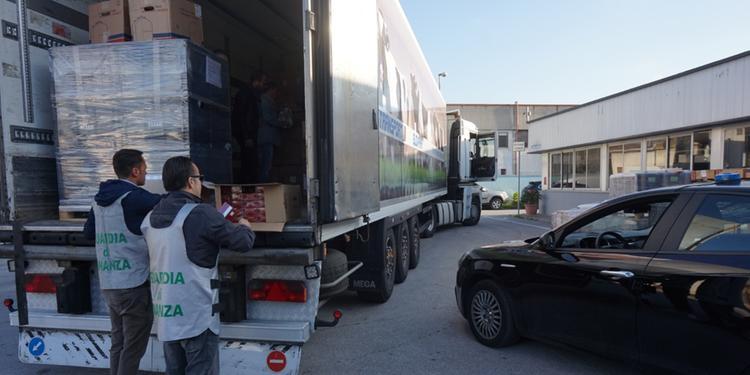 Sigarette di contrabbando nel tir della catena di supermercato: 2 arresti a Castel San Giorgio
