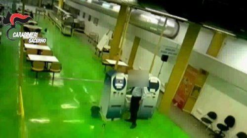 Ruba soldi dalle casse automatiche della mensa universitaria di Salerno, nei guai dipendente