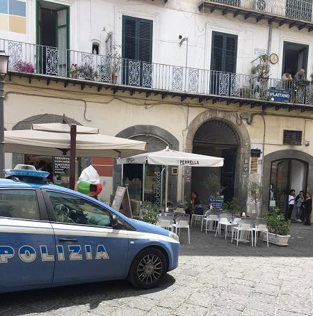 Salerno: derubata cliente di una gioielleria in Piazza Portanova