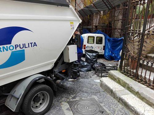 Salerno, parte la pulizia pomeridiana delle strade: ecco gli orari