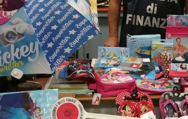 Blitz della Finanza, sequestrati giocattoli pericolosi per i bambini