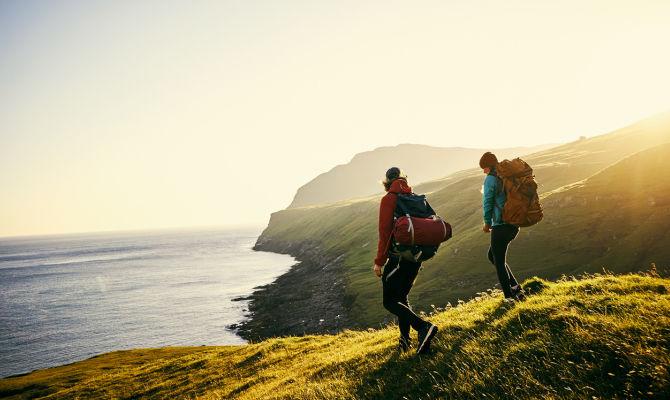 Social trekking, itinerari a piedi per viaggiare easy