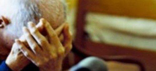 Era ai domiciliari e picchiava gli anziani genitori: 50enne a Nocera Inferiore finisce in carcere