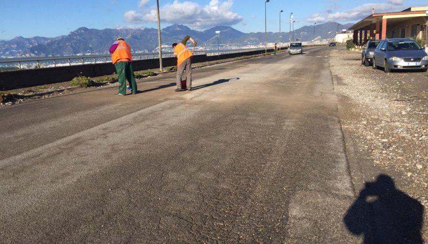 Litoranea: operai al lavoro dopo i danni della mareggiata