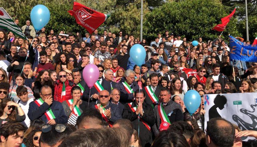 In cinquemila in piazza per gridare no alla chiusura dei punti nascita a Sapri e Polla