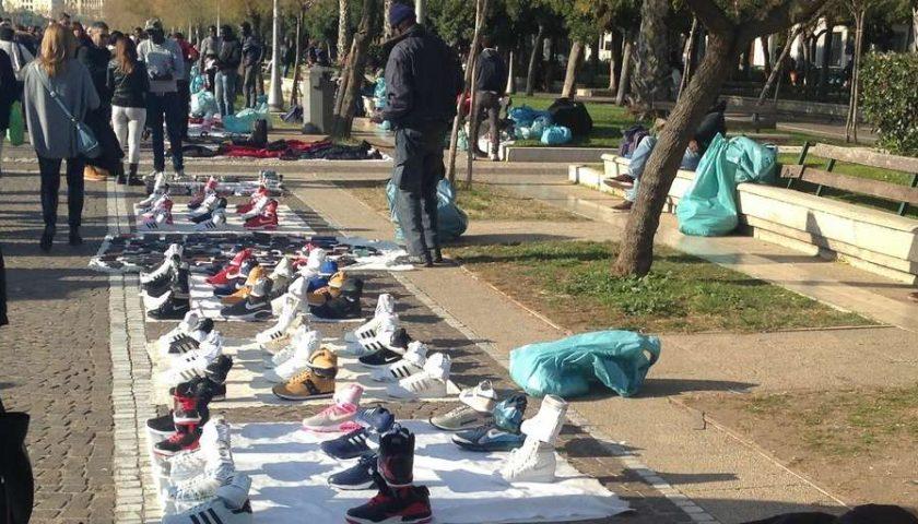 Vendita ambulante abusiva: Polizia Municipale di Salerno in azione in varie zone della città