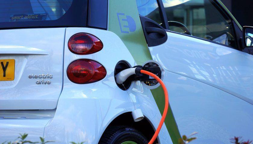 Motori, non è vero che l'auto elettrica costa di più