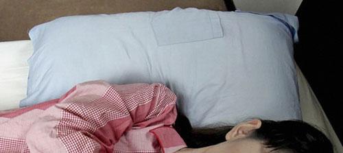 Si infilava nel letto della badante del padre, 52enne a processo