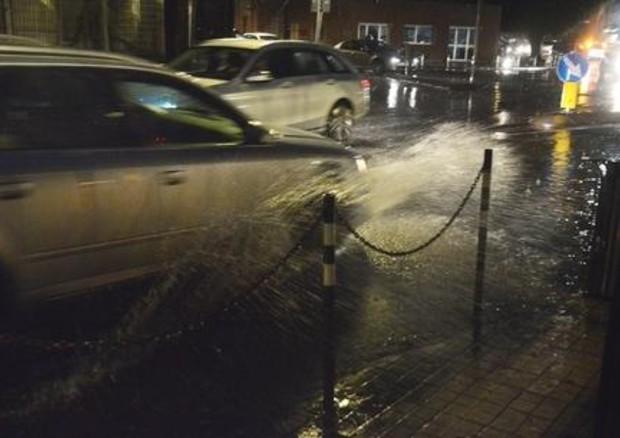 Strada bagnata, spazio arresto auto a 100 km/h è +12 metri