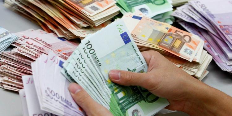 Ha in tasca diecimila euro, a Eboli scatta l'alt dei carabinieri a Maiale jr