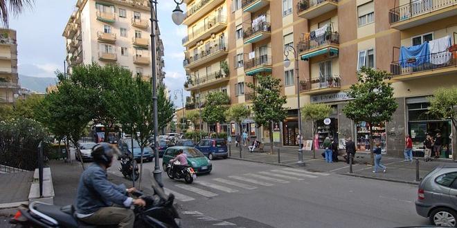 Salerno, da lunedì potatura delle alberature di Piazza Sinno, Piazza Naddeo e tratto di via Carmine