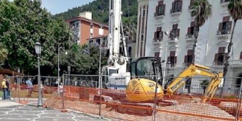 """Il parcheggio """"sfratta"""" gli alberi a Salerno"""