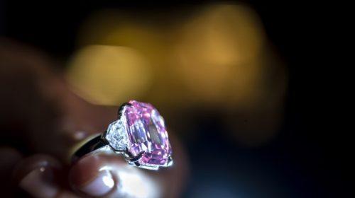 Cinquanta milioni per un diamante rosa, è record