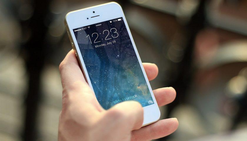 Cambio operatore di telefonia o tv: approvate le linee guida per più tutele per l'utente