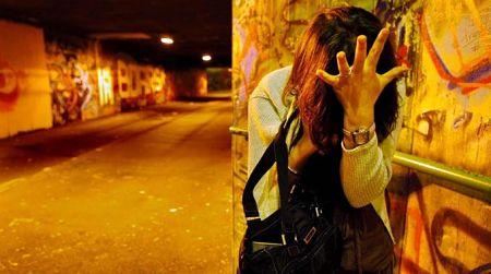 Palpeggiata per strada in pieno centro la vittima conferma le accuse