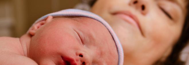 Diventa mamma a 55 anni dopo un intervento all'utero