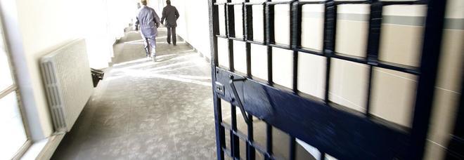 Droga e cellulare nel reparto colloqui del carcere, salernitana arrestata ad Avellino