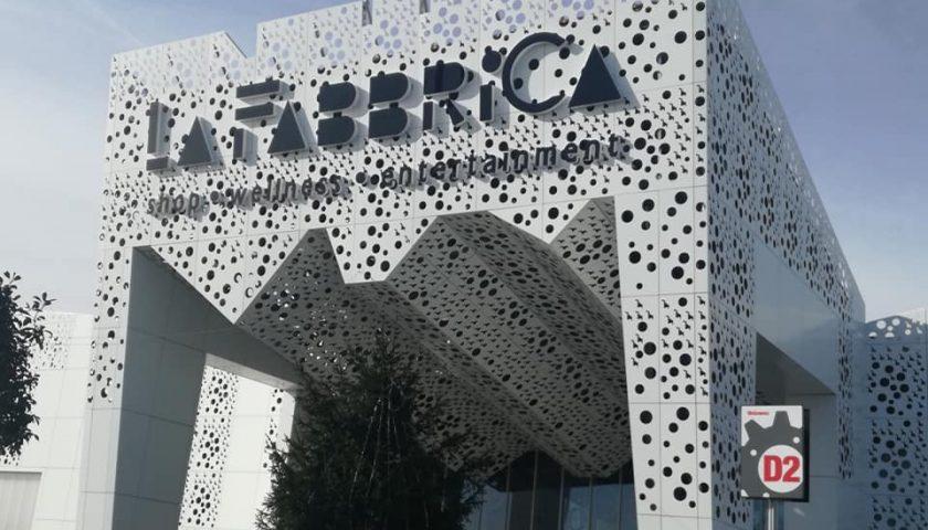 """Gli operai della manutenzione del centro commerciale """"La Fabbrica"""" in protesta: """"Da cinque mesi senza stipendio!"""""""